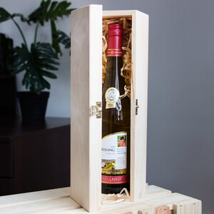 Wine bottle gift box with a lid and lock for 1 bottle of...
