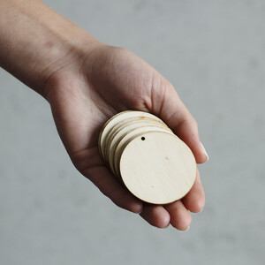 10 pieces of wooden circles Ø 5 cm with threading hole...