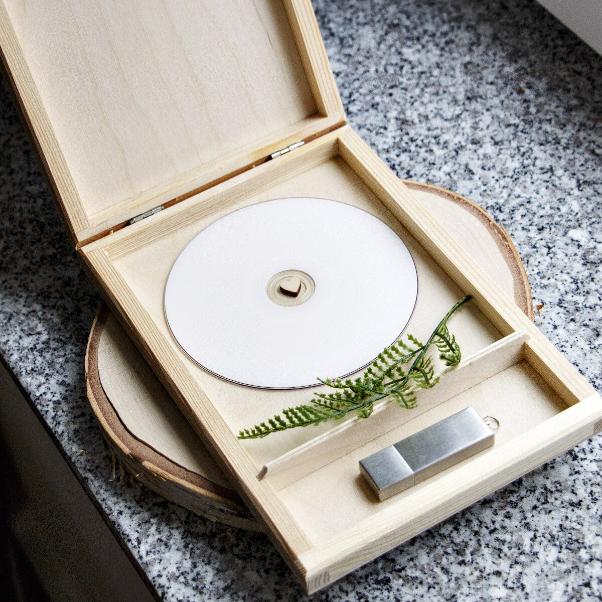cd box 21 5 x 14 5 x 2 5 cm holzkiste 2 f cher. Black Bedroom Furniture Sets. Home Design Ideas