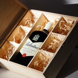 Schnapps box with 6 glasses boxes 3.4 liters lint box...